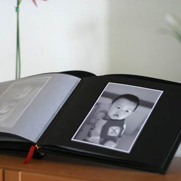 Regan Album in Black Bonded Leather (8x10 WITH Interleaves)